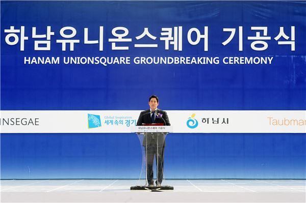 국내 최초 '교외형 복합쇼핑몰' 첫삽뜬 정용진 부회장