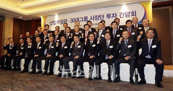 """윤상직 """"30대 그룹 투자 약속 가능"""""""