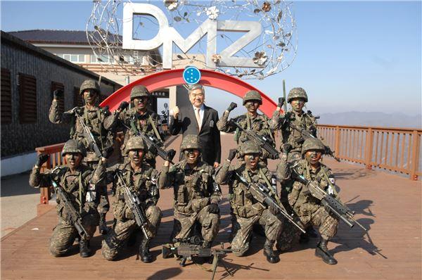 조양호 한진 회장, '현역 시절 자대' 육군 7사단 제설기 기증