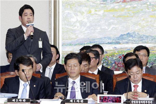 [NW포토]국감에 온 정용진 부회장