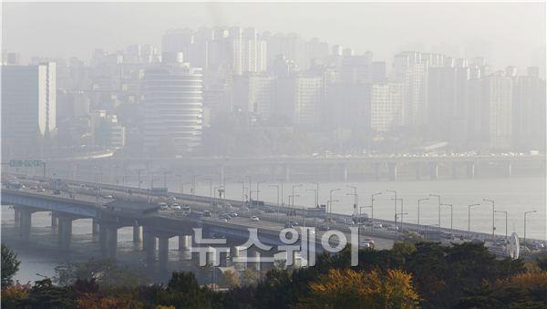 중국發 스모그로 뒤덮인 서울 하늘