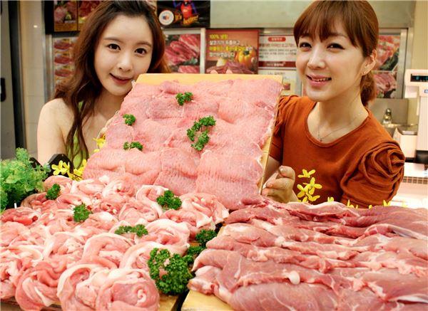 롯데마트, 돼지고기 앞다리살·뒷다리살 최대 50% 할인