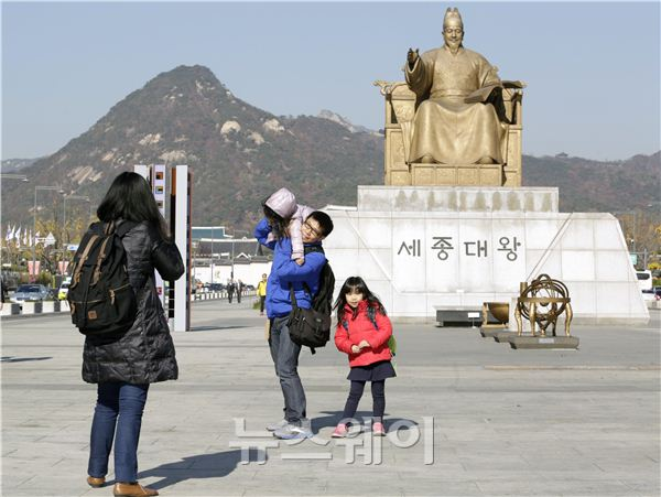 """""""아빠~한국에 오면 여기서 사진 찍어야 해?"""""""