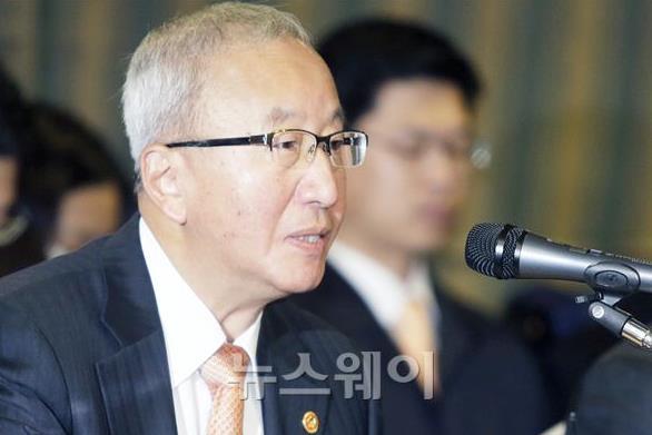 """현오석 """"파티는 끝났다…공공기관 방만경영 엄격 관리"""""""