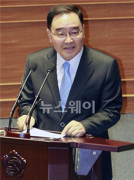 답변하는 정홍원 총리