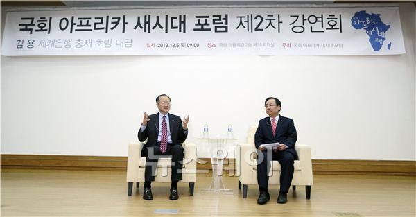 대담 나누는 김용 세계은행 총재-이주영 의원