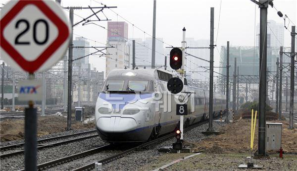 철도파업, 서울역으로 들어오는 KTX열차