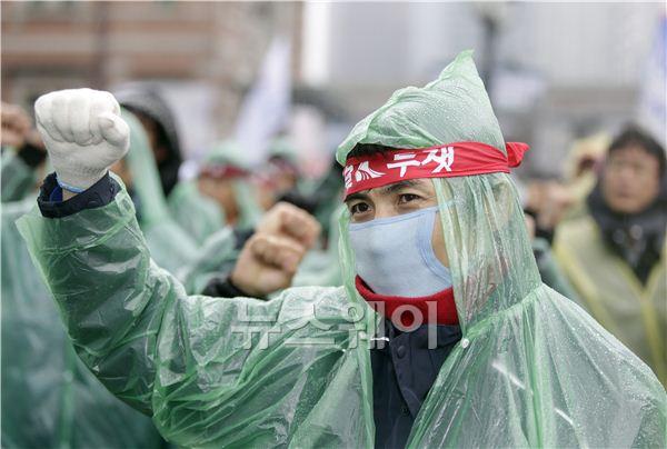 [NW포토]철도파업, 구호를 외치는 노동자