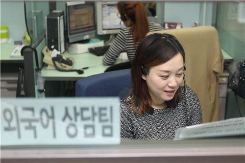 KB국민카드, '외국어 전용 상담 서비스' 개시