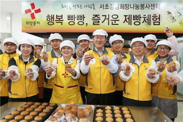 허창수 전경련 회장, 직접 만든 '사랑의 빵' 취약계층에 전달