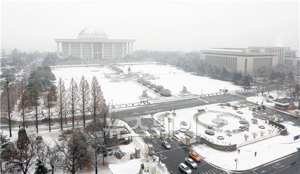 눈 덮인 국회의사당