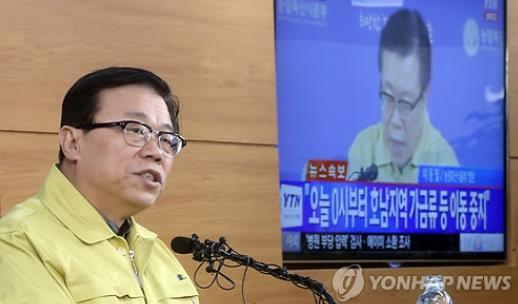 대국민 담화 발표하는 이동필 농림부 장관