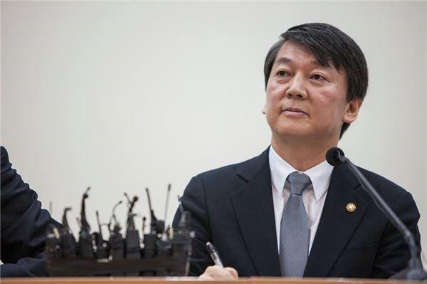 노무현 이어 김대중까지…安, 민주당 정조준