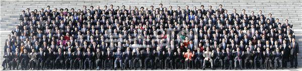 현역 국회의원, 66년 만에 첫 단체사진 촬영