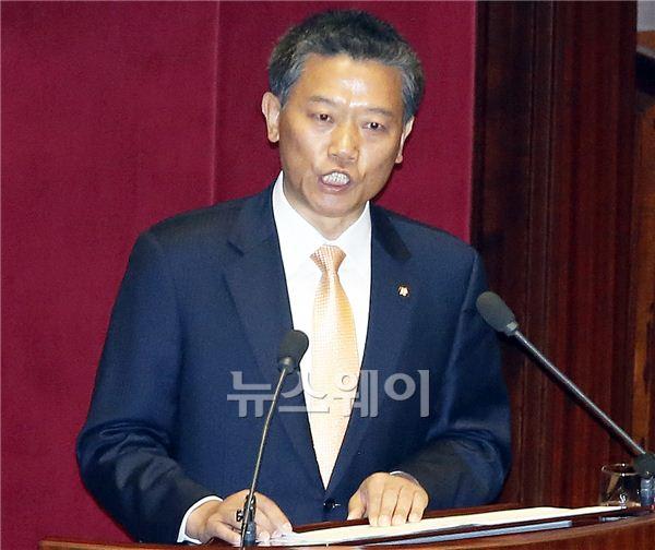 비교섭단체 대표연설하는 김선동 의원
