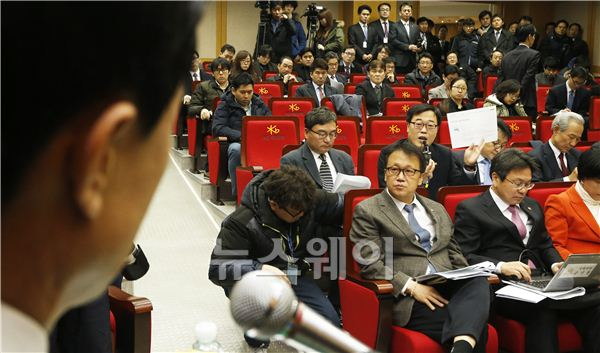 [NW포토]KB국민카드 현장조사에서 질의하는 김기식 의원