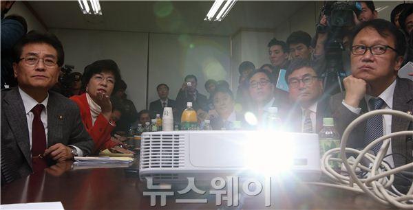 [NW포토]KB국민카드 클라우드 서버 시연하는 정무위원회 의원