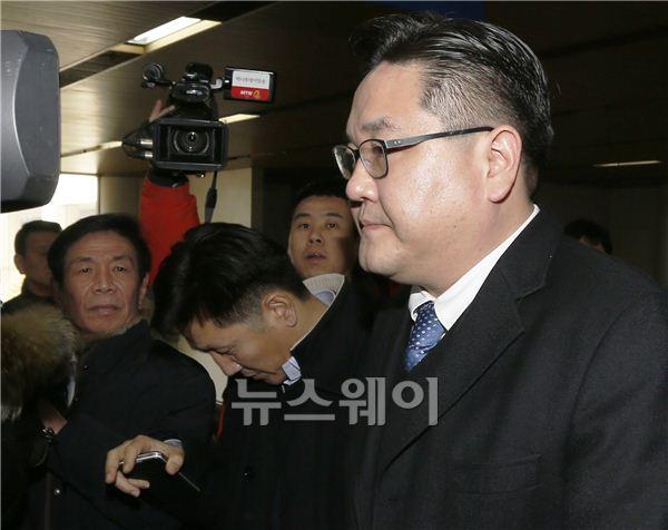 [NW포토]구본엽 LIG건설 전 부사장, 법원 출석