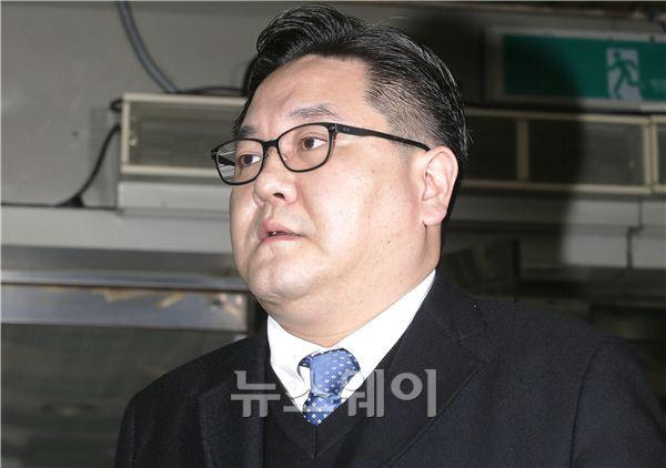 [NW포토]법원 출석하는 구본엽 LIG건설 전 부사장
