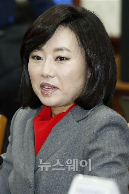 경제관계장관회의에 참석한 조윤선 장관