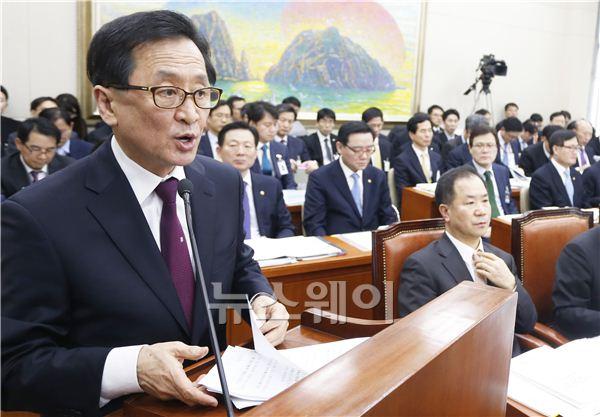 [NW포토]기관보고하는 최수현 금융감독원장