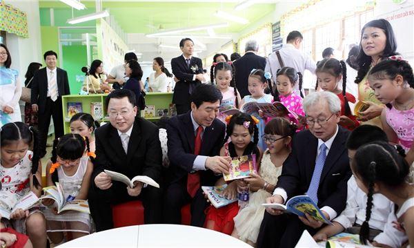 LG화학, 베트남에 도서관 기증… 글로벌 사회공헌 본격 시작