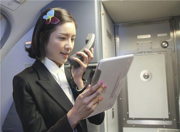 """진에어式, 독특한 기내방송 눈길 """"흡연은 항공기 밖에서…"""""""