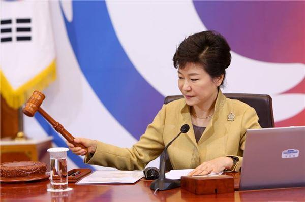 朴대통령 '경제혁신 3개년 계획' 가다듬기 총력