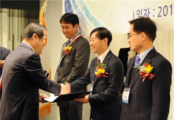김상헌 네이버 대표, 대한변호사협회로부터 공로상 수상
