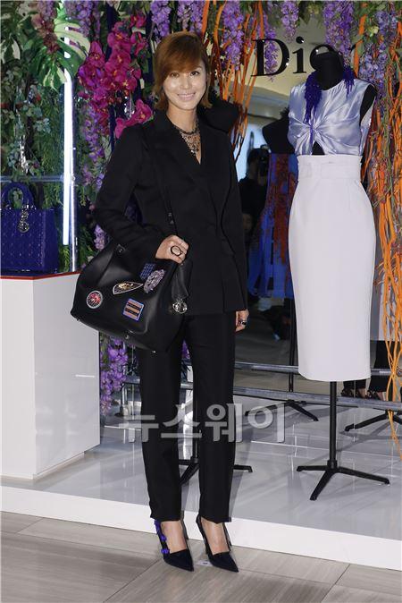 김성령, '세련된 올블랙 패션'