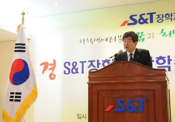"""[NW포토]최평규 S&T 회장 """"훌륭한 글로벌 인재 성장 당부"""""""