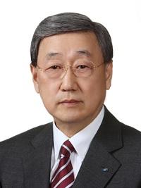 박용현 두산연강재단 이사장, 390명 장학생에 12억6천만원 전달