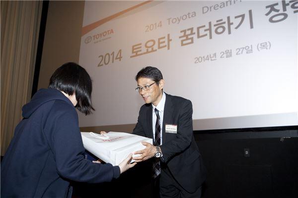 한국토요타, 저소득층 고교생 24명에 장학금 수여