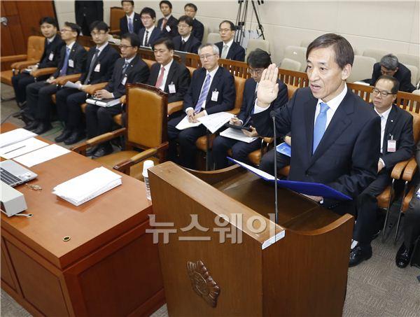 선서하는 이주열 한국은행 총재 후보자