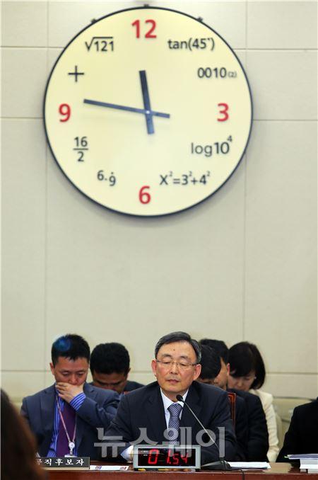 최성준 방통위원장, '시간이 빨리 흘러갔으면…'