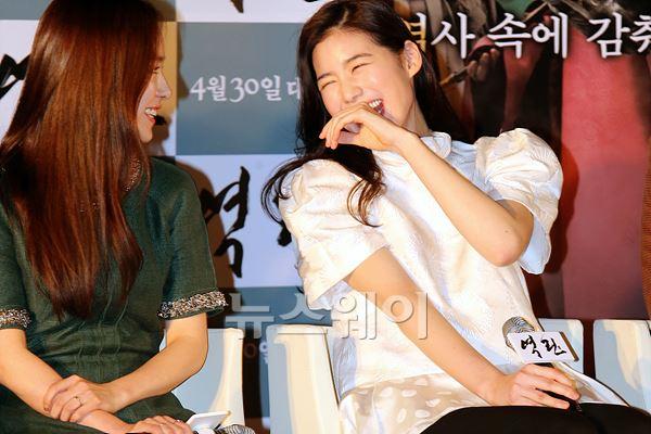 영화 '역린', 박장대소하는 '정은채'