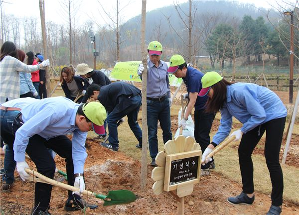 진에어, 식목일 앞두고 서울 푸른수목원에 오동나무 심어