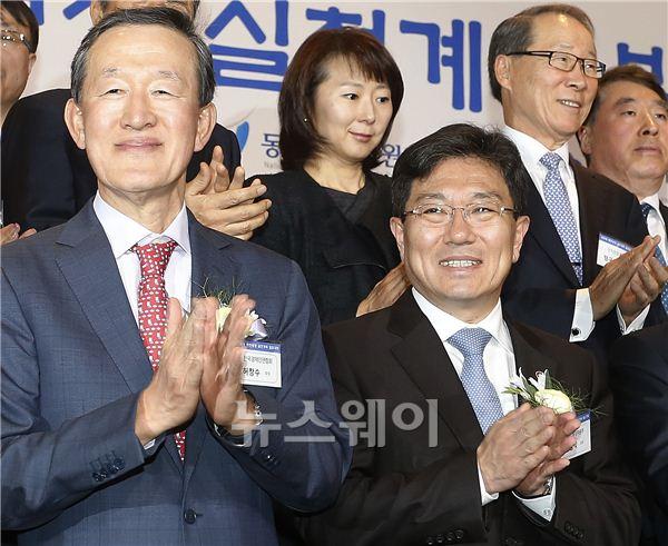 박수치는 윤상직 장관-허창수 회장