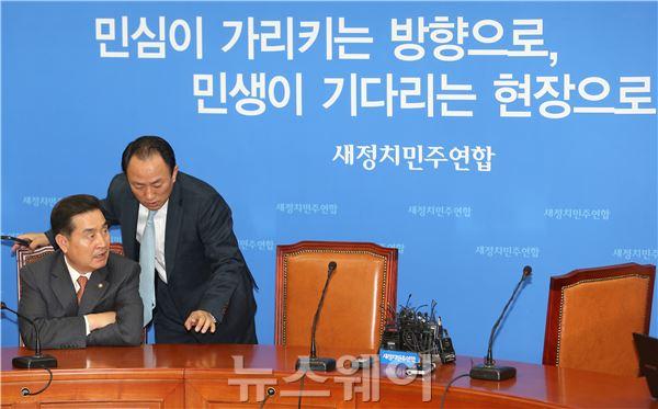 """'새정치민주연합' 이윤석 대변인 """"입장발표를 해야하나?"""""""