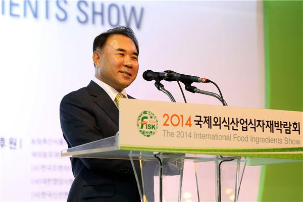 """윤홍근 BBQ 회장 """"외식산업 발전 위해 지원 아끼지 않겠다"""""""