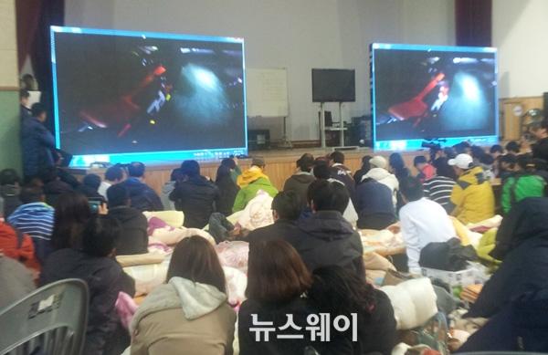 """잠수부 수중 영상 공개 """"청와대로 가자"""""""