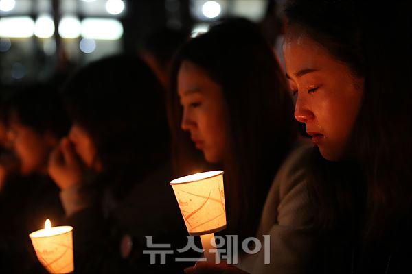 단원고 촛불기도회, 숙연한 기도