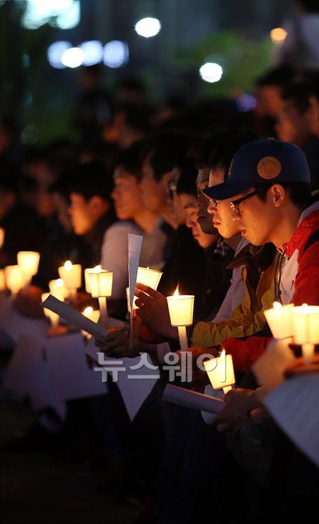 '촛불 집회'1주일째 이어진 '촛불'