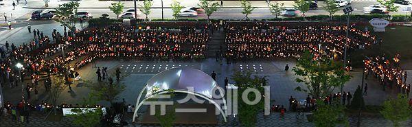 '촛불 집회' 한마음으로 모인 '촛불'