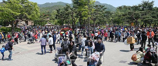 어린이날 나들이객으로 붐비는 서울대공원