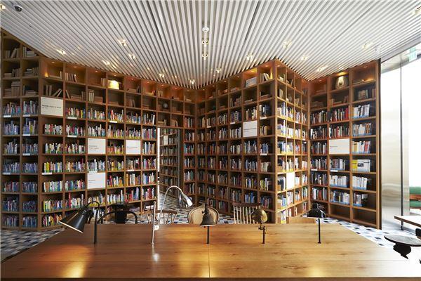 현대카드, 여행 관련 도서관 '트래블 라이브러리' 오픈