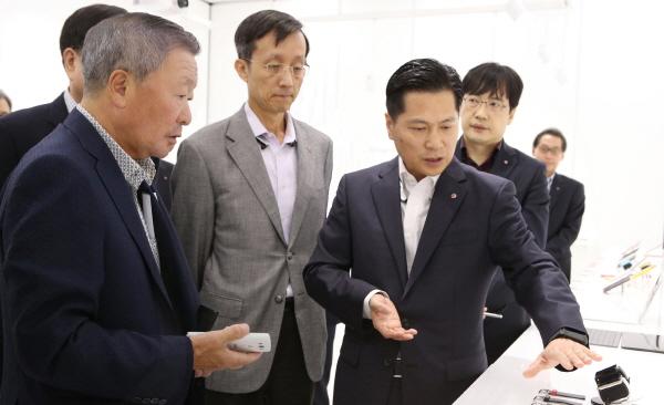 구본무 LG 회장, 신제품 경쟁력 점검 나서