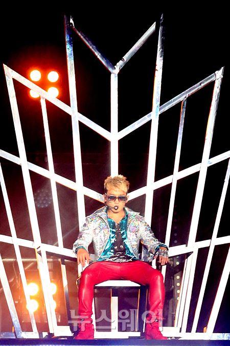 'M 이민우' 단독 콘서트 '댄스킹 이민우 왕좌에 앉아'