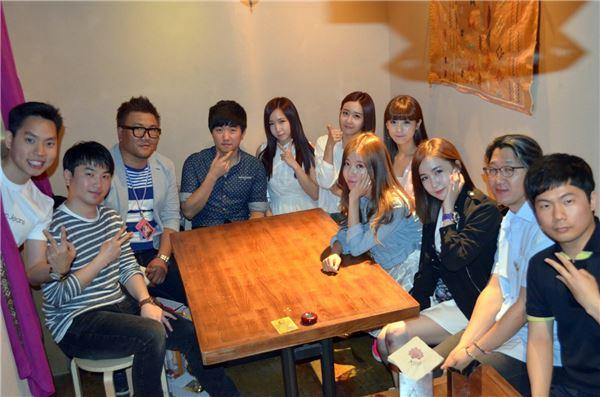 크레용팝, 기부 캠페인 후원자들과 '특별한 저녁식사 데이트' 눈길