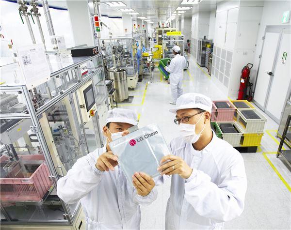 LG화학, 세계 전기차 배터리 시장에서 '질주'